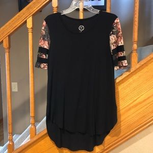Maurices tee with mesh sleeves.